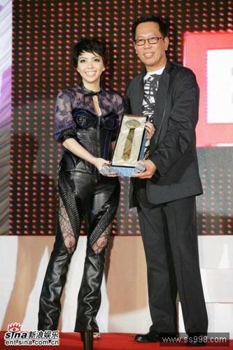 张惠妹时尚明星性感雷人造型