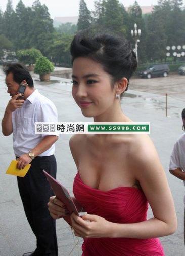 刘亦菲露乳照