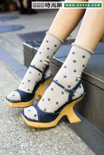 腿部时尚如何搭配鞋子和袜子(4)