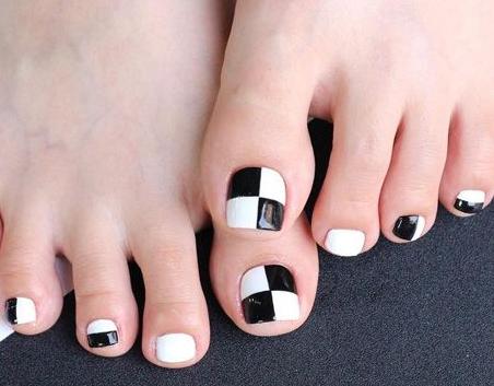 7简单款脚指甲美甲图片 卡通脚趾甲美甲图片化妆